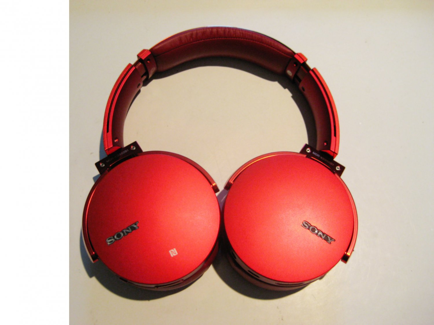 Excellent Red  Sony MDR-XB950BT  Extra Bass Wireless  Headphones