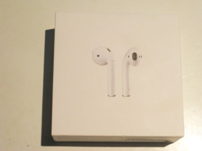 9/10 2nd Gen. Genuine  Apple Airpods !!!