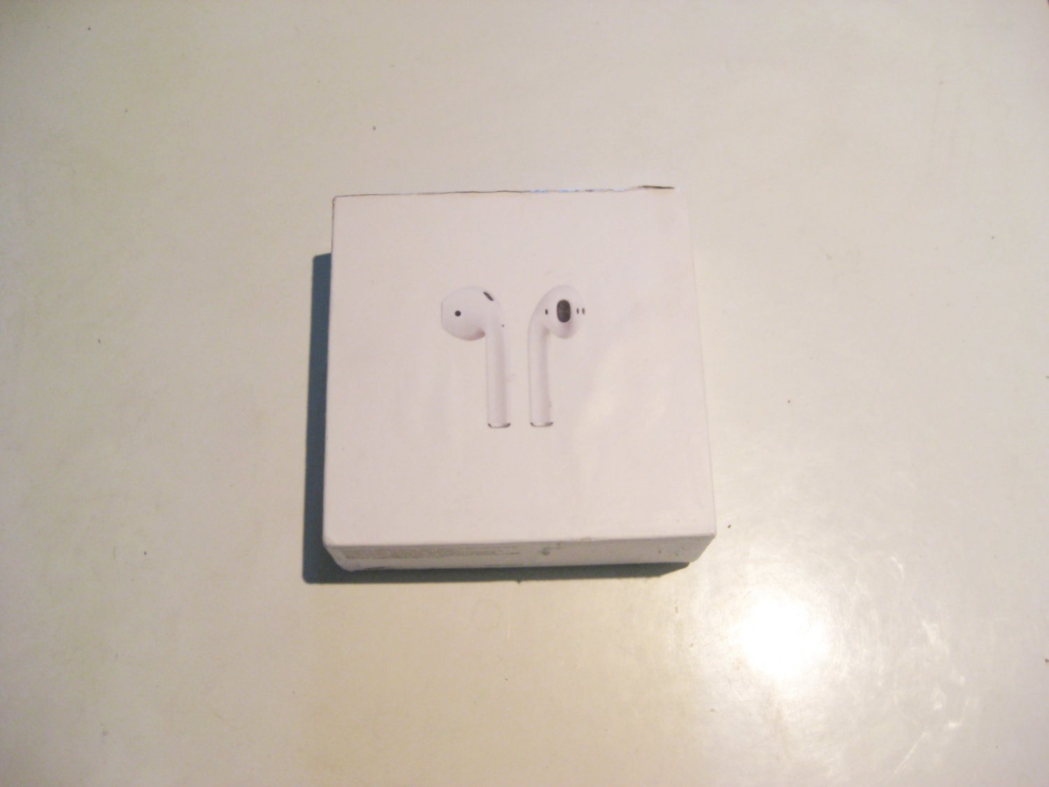 9/10 Excellent  Airpods 2 w Case Deal!