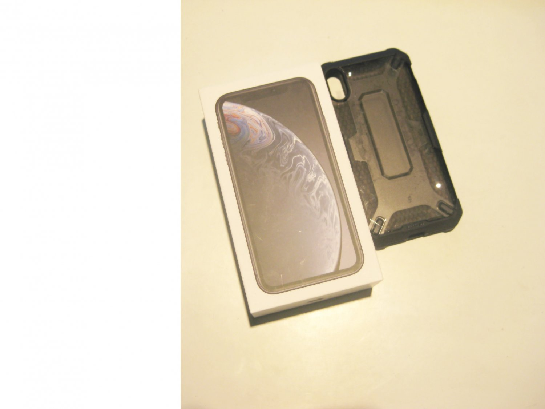 9/10 64gb T-MOB Iphone XR A1984  Bundle!