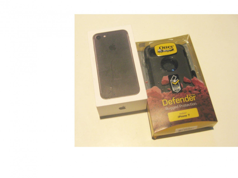 """MINT""  Black 128gb Unlocked CDMA/GSM Iphone 7 A1660 Deal!!"