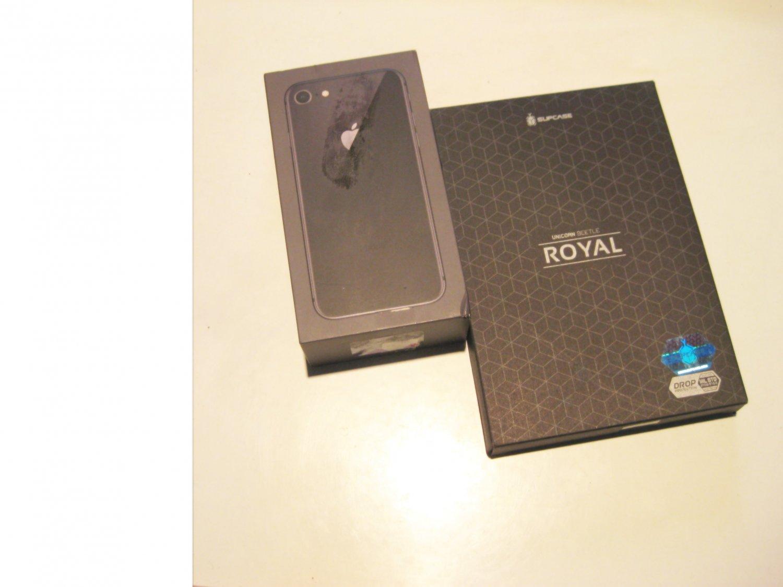 Good Cond. 64gb Unlocked   CDMA/GSM Iphone 8  (A1863)  Bundle!!!