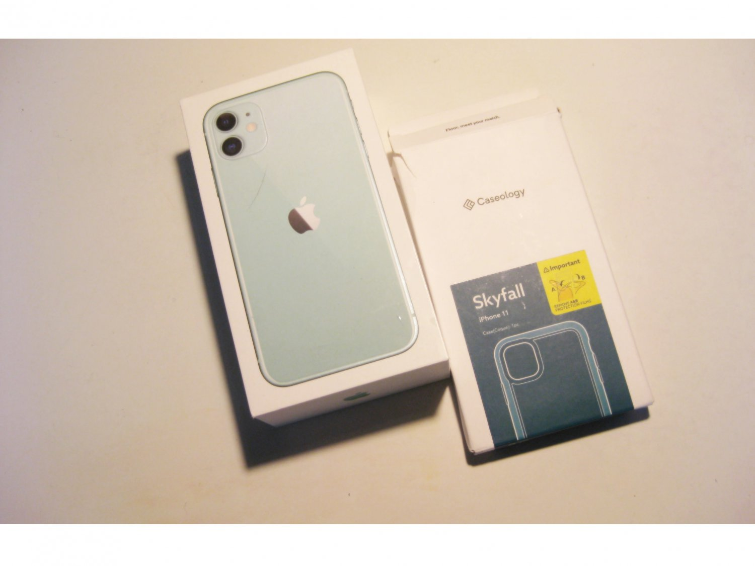 9/10 64gb Unlocked  Iphone 11  A2111 Deal!