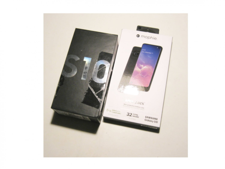 New Cond. 256GB Total Unlocked  Verizon Samsung   S10 G973U Bundle!