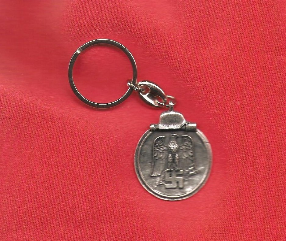 WW2 Nazi Germany Swastika Eastern Front Campaign Medal Keychain