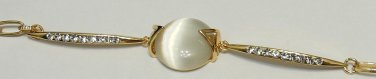 High Quality Imitation Gold Plated Bracket faux cabochon sits the center charm