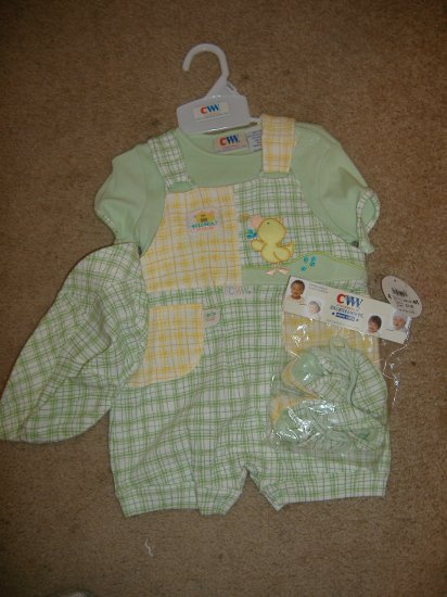 4 PC Boy's Carter Kids Outfit   Size 0-3 Months