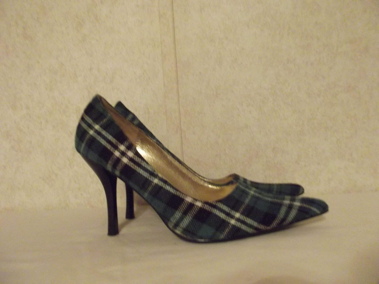 Ladies Shoes by Wild Diva / Green  Size 9