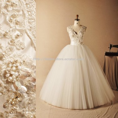 V-Neck Bridal Ball Gown Sleeveless Beading Lace Wedding Dress Gowns D2015732