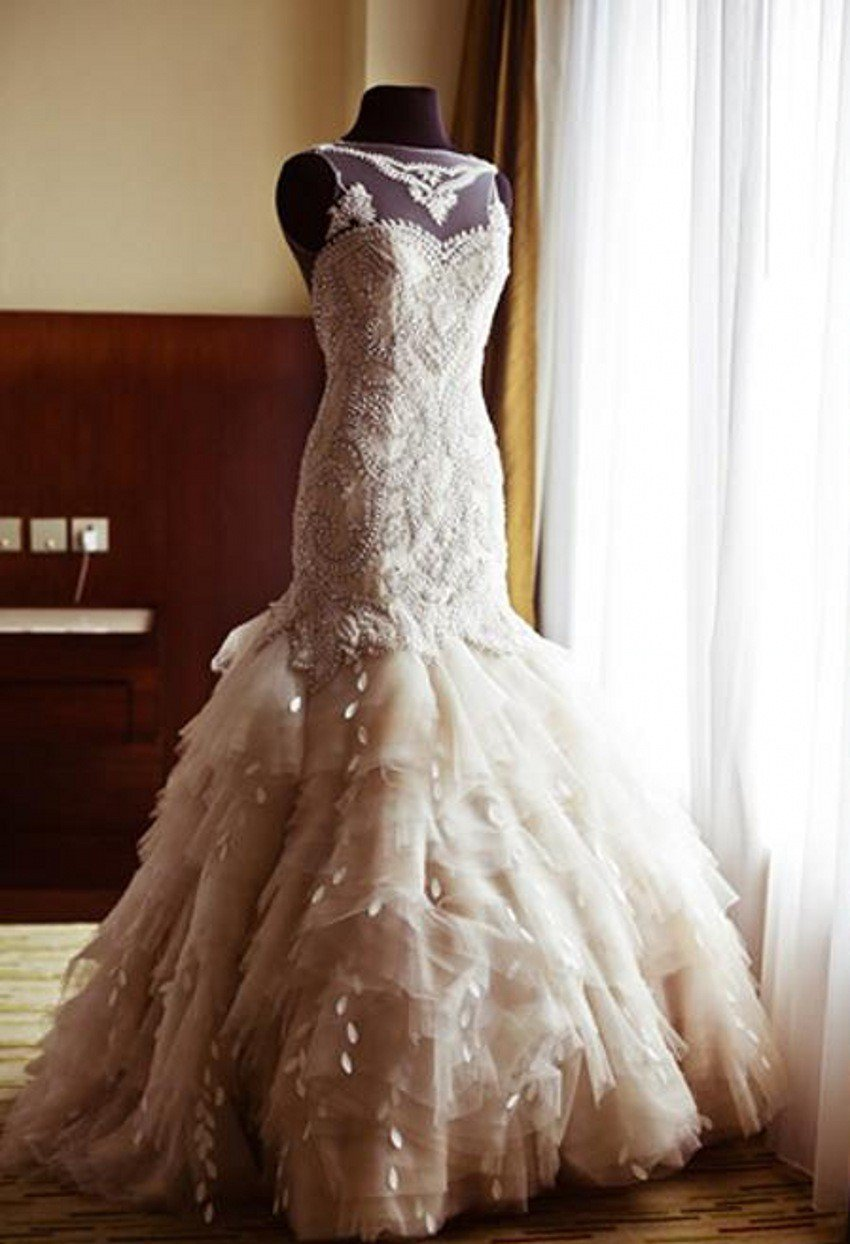 V-Neck Sleeveless Mermaid Wedding Dress Buttons Back Floor-Length Layered Bridal Dresses D2015818