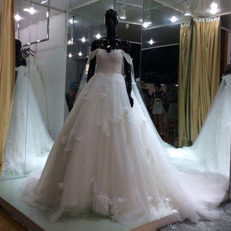 Sweetheart Wedding Dresses Sheer Appliques Princess Bridal Gowns D2015916