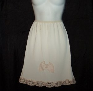CREAM Vintage Slip 100% Nylon Tricot Gorgeous ECRU FLORAL LACE Trimmed Skirt SUPER SOFT Sz S to M!