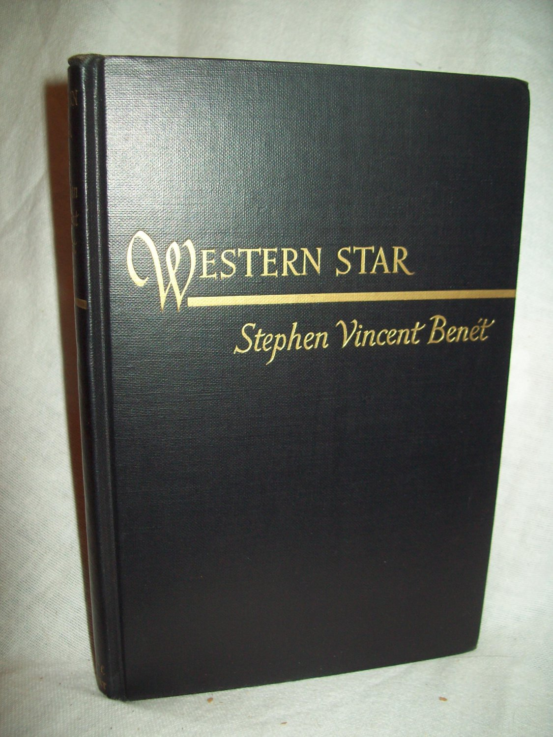 a biography of the stephen vincent benet an american novelist (biography) stephen vincent 1898–1943, us poet and novelist, best known for his poem on the american civil war john brown's body (1928.