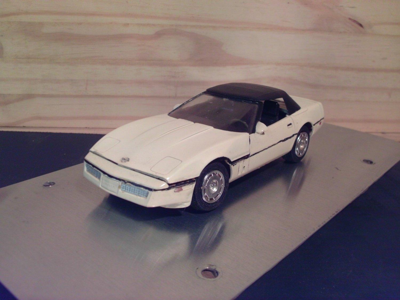 1990 Chevrolet Corvette Convertible 1:25 Scale Model in White