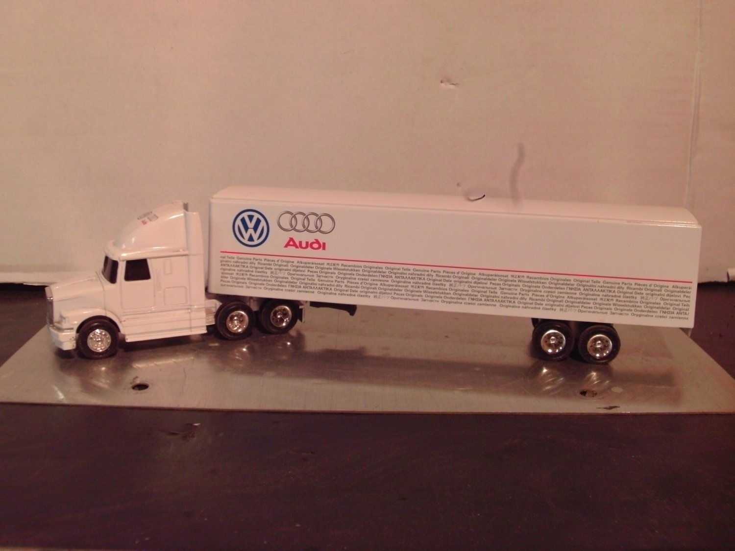 Ertl 1:64 White/GMC Volkswagen Genuine Parts Semi-Truck