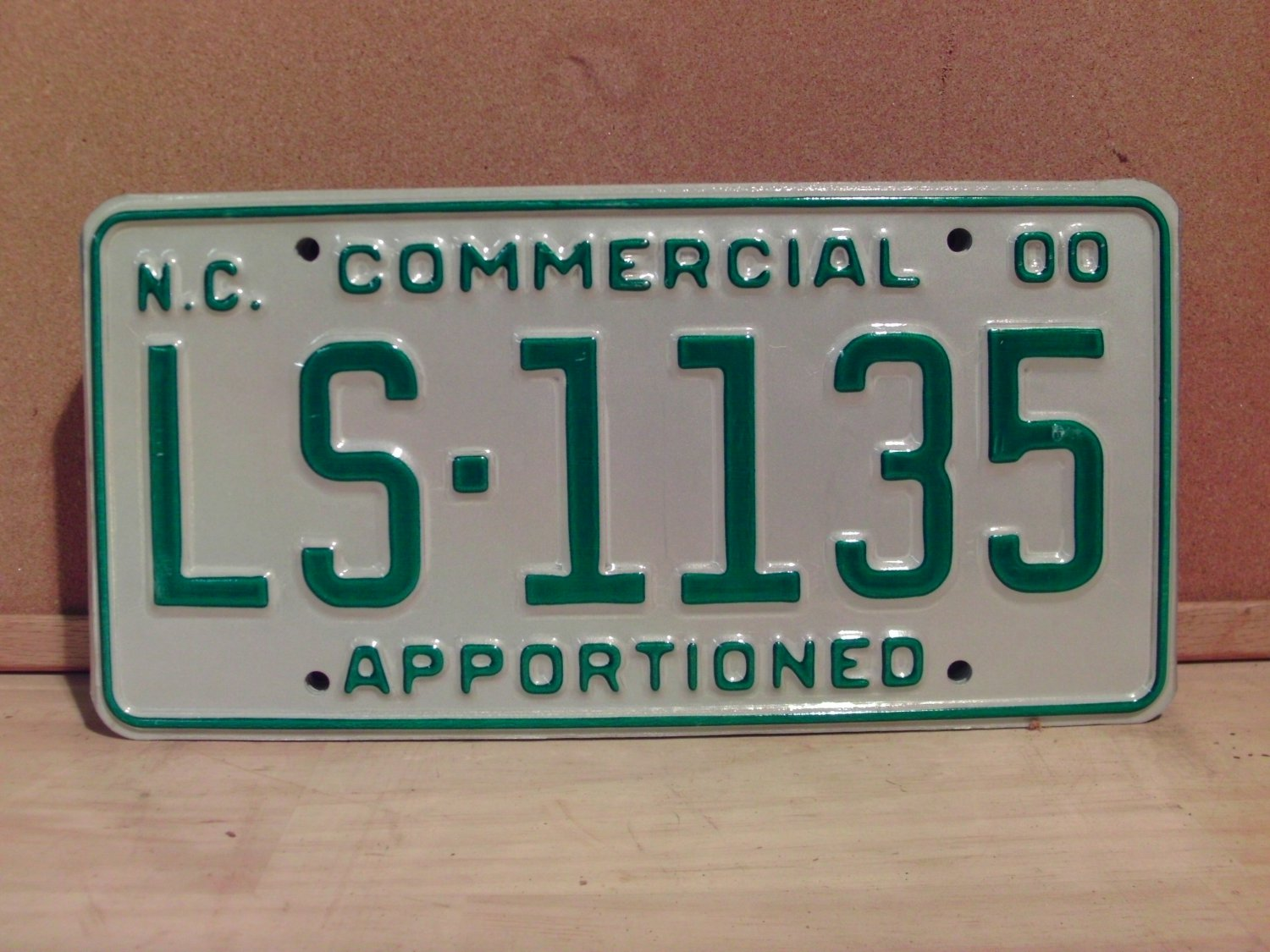2000 North Carolina Apportioned Truck License Plate Mint NC #LS-1135
