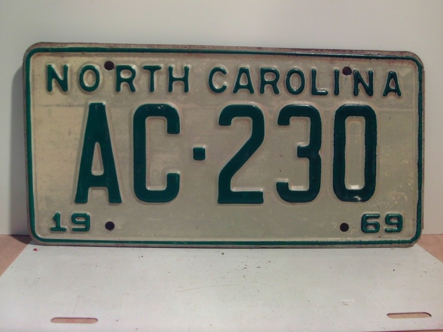 1969 North Carolina NC Passenger License Plate AC-230 VG
