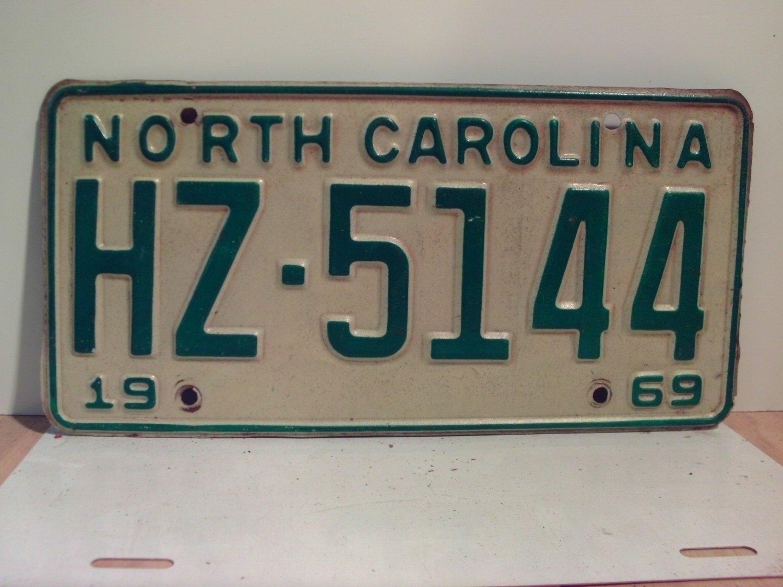 1969 North Carolina NC Passenger License Plate HZ-5144 VG
