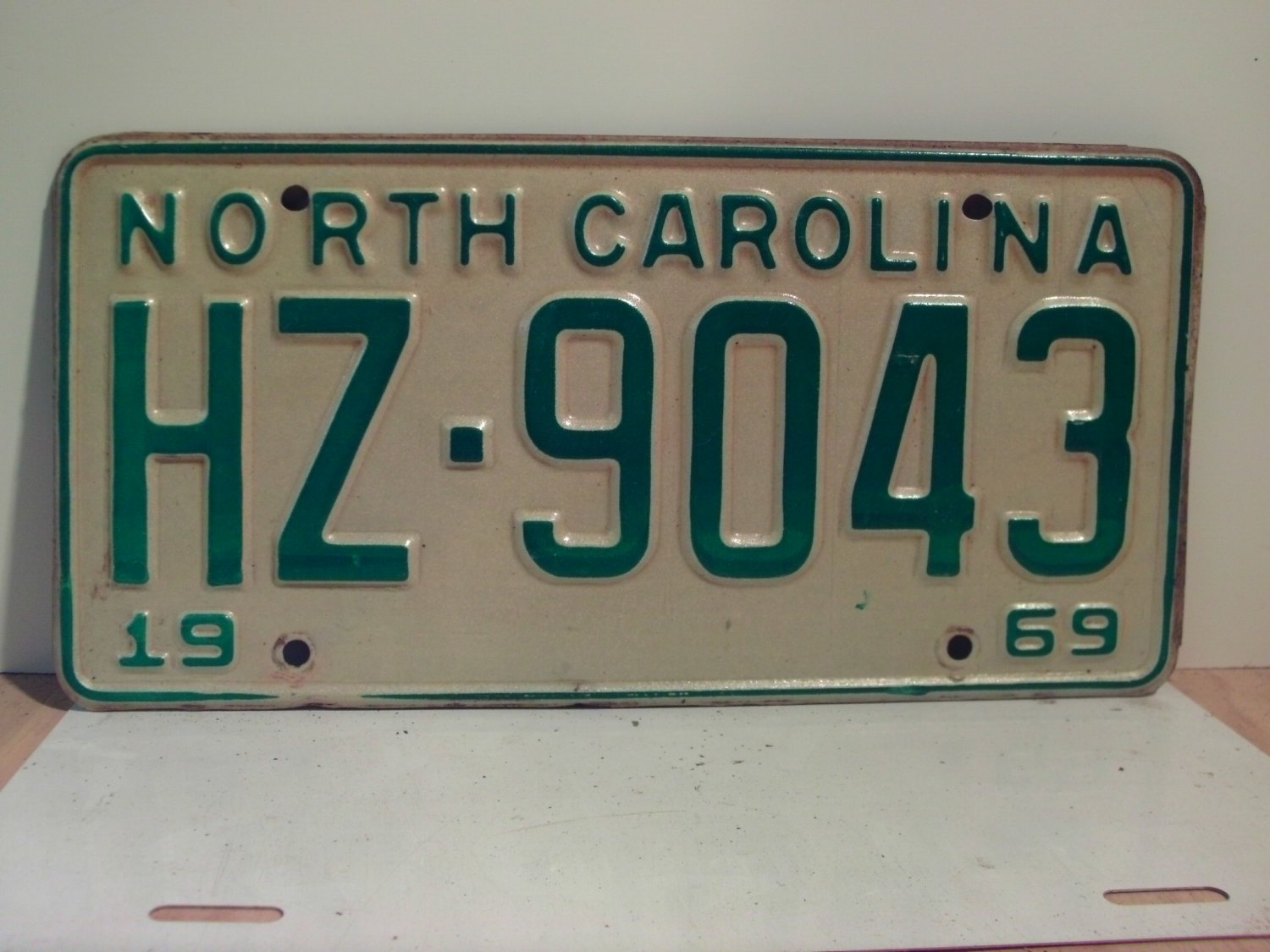 1969 North Carolina NC Passenger License Plate HZ-9043 VG