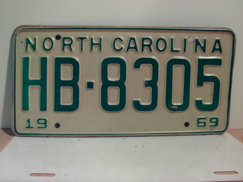 1969 North Carolina NC Passenger YOM License Plate HB-8305 Excellent!
