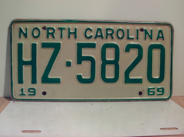 1969 North Carolina NC Passenger YOM License Plate HZ-5820 Excellent!
