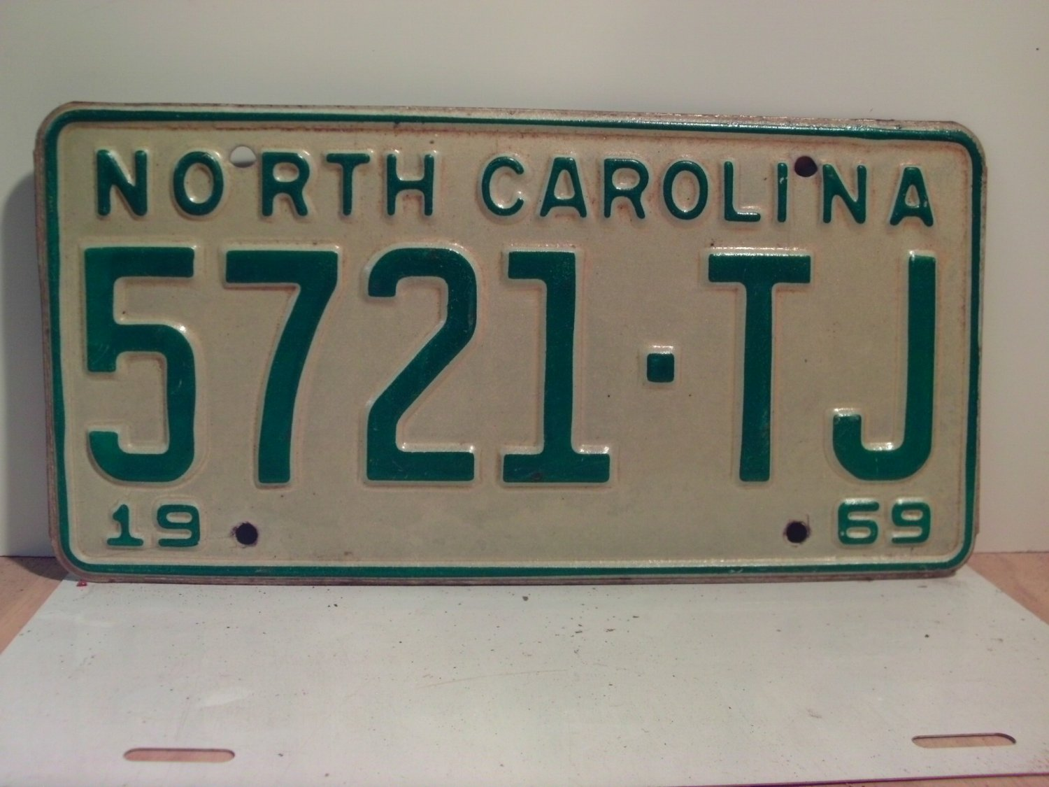 1969 North Carolina NC Truck License Plate 5721-TJ VG