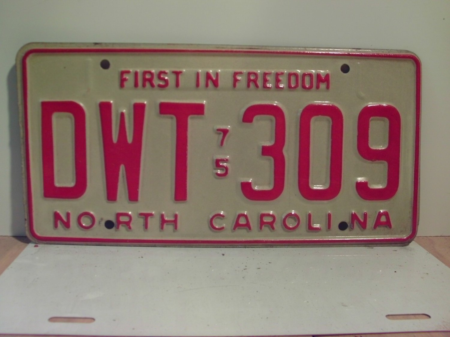 1975 North Carolina NC Passenger YOM License Plate DWT-309 Excellent!