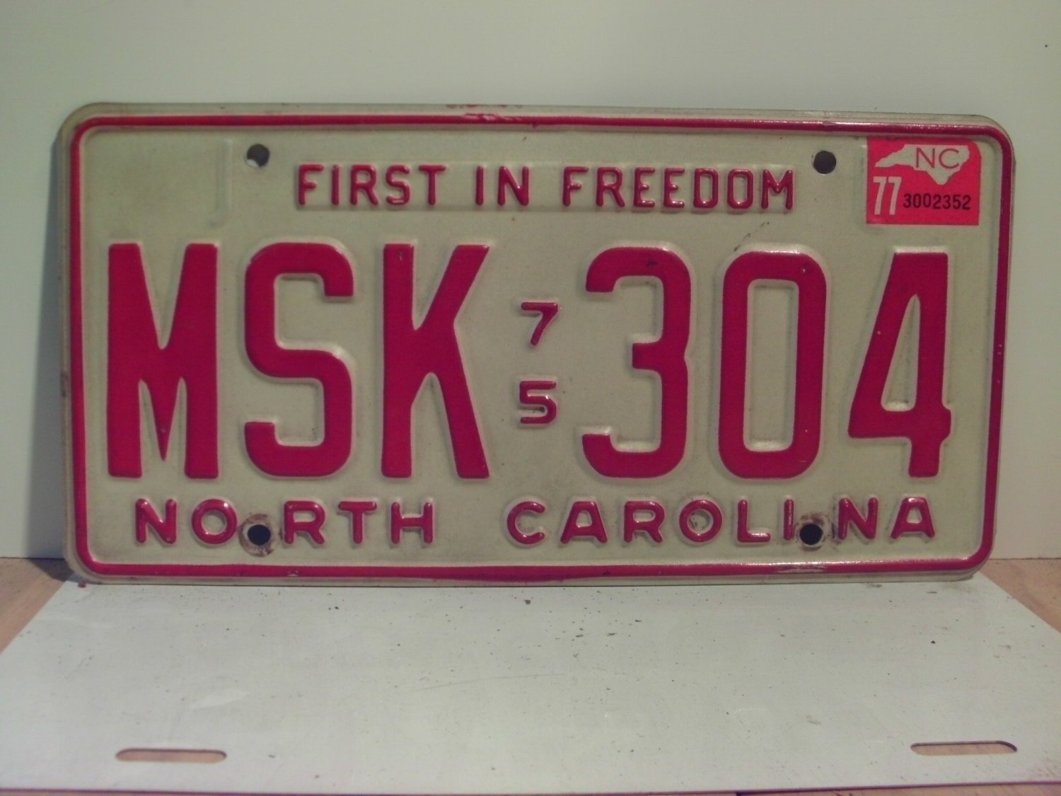 1977 North Carolina NC Passenger YOM License Plate MSK-304 Excellent!