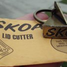"SKOAL METAL LID CUTTER KEYCHAIN""NEW IN PKG."""