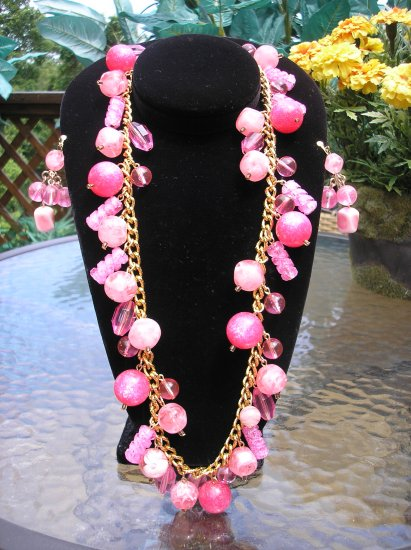 SUMMER PINKS Jewelry Set - Necklace AND Earrings - LOTS OF FUN!