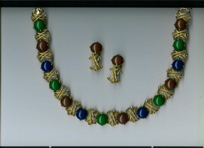 BOLD GOLD/MULTI COLOR Jewelry Set - Necklace and CLIP ON Earrings!