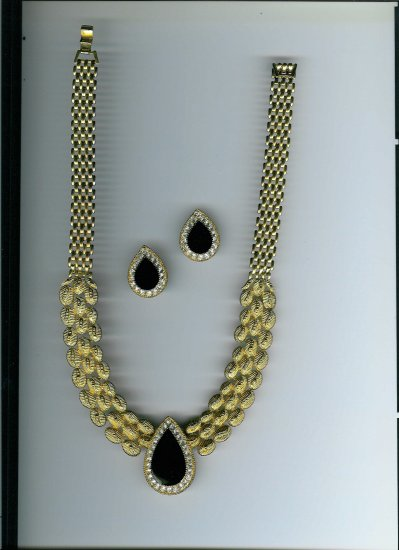 BOLD GOLD with BLACK and RHINESTONE  Jewelry Set - Necklace and CLIP ON Earrings!