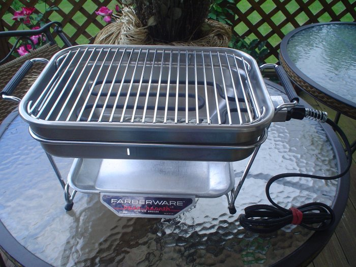 VINTAGE FARBERWARE OPEN HEARTH ELECTRIC BROILER - MODEL #440 - LOOKS BRAND NEW!