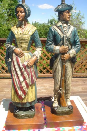 VINTAGE PAIR OF DUNNING CARVED RESIN TABLE LAMPS  REVOLUTIONARY WAR SOLDIER  U0026 BETSY ROSS  RARE!