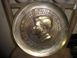 COLLECTIBLE 35th PRESIDENT JOHN F. KENNEDY - BRASS COMMEMORATIVE PLATE - RARE!