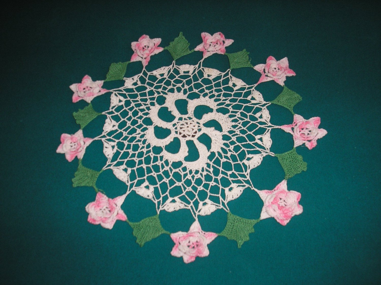 "VINTAGE HAND CROCHETED DOILY - 15"" ROUND - WHITE/PINK/GREEN - EXTRAORDINARY ""3D"" DESIGN!"