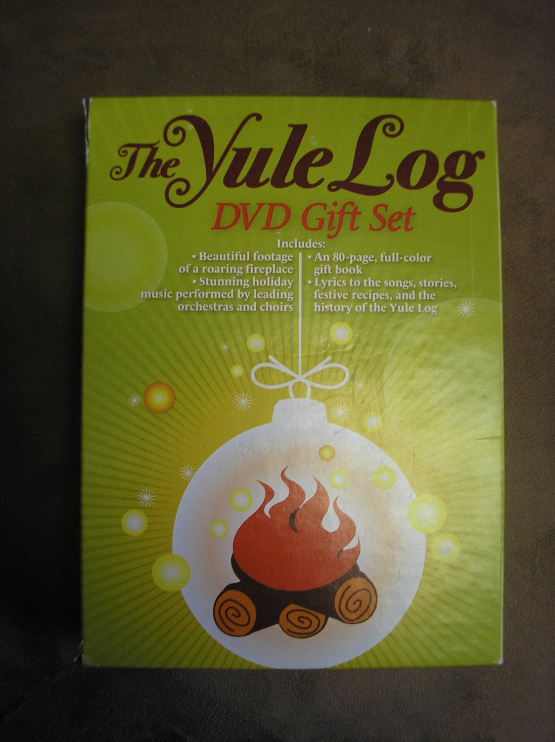 THE YULE LOG DVD GIFT SET by MUSIC SALES GROUP!