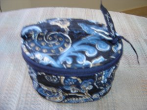"VERA BRADLEY SMALL ZIPPERED COSMETIC BAG - RETIRED ""WINDSOR BLUE"" PATTERN with RIBBON PULL - NWOT!"