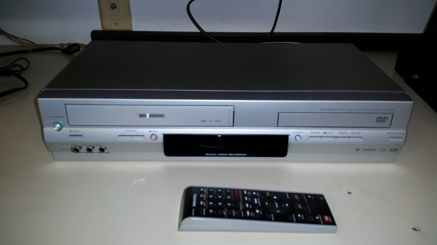Toshiba sd kv550 su dvd player with dvdvcr tuner with remote toshiba sd kv550 su dvd player with dvdvcr tuner with remote manual sciox Choice Image