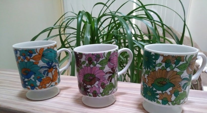 Vintage Retro Floral Pedestal Coffee Mugs Footed Blue Pink Green - Set of 3!