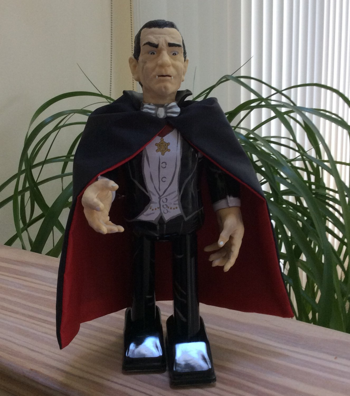 """Universal Monsters DRACULA Wind-up Walking Tin Toy by Robot House - 9"""" - Made In Japan!"""