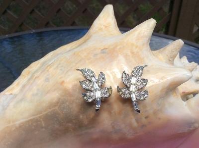 Vintage PELL Rhinestone Leaf Design Clip On Earrings!