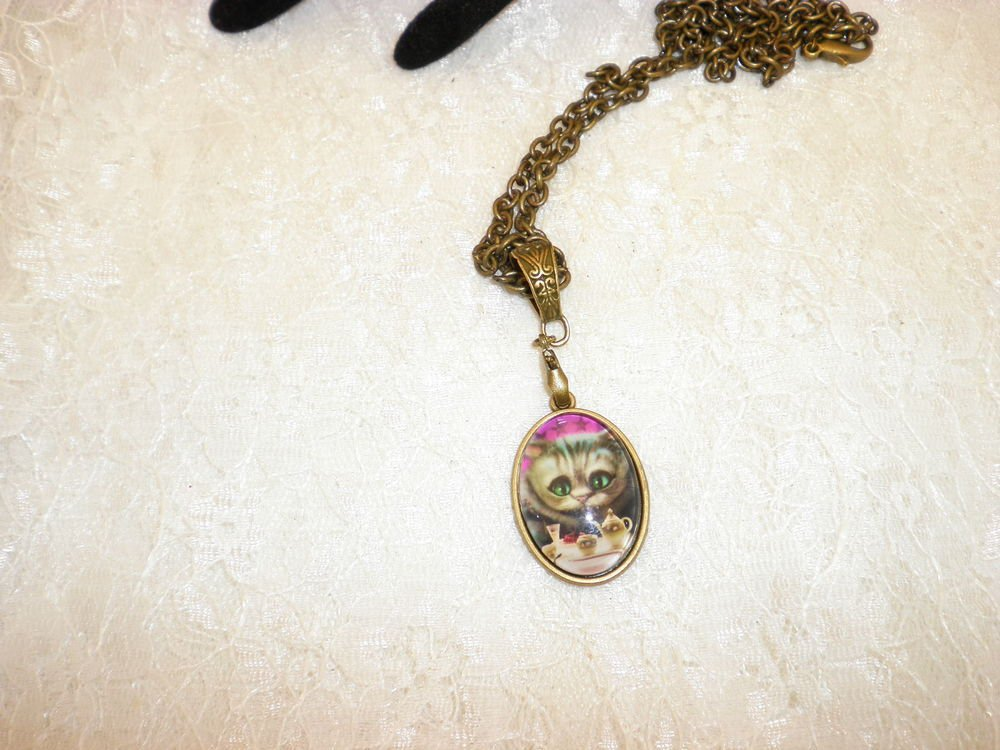Alice In Wonderland Cheshire Cat Bronze Framed Glass Cabochon Pendant Necklace