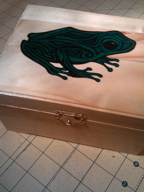 "rare collectible "" frog "" wood hinged trinket box, green"