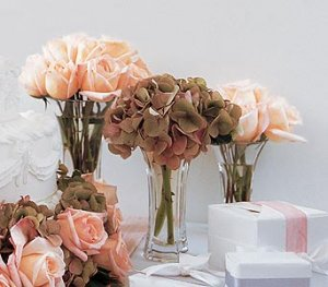 Roses handtied with ribbons