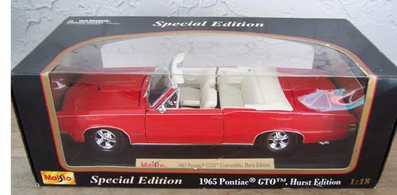 Maisto 1965 Pontiac GTO Convertible, Hurst Edition Red