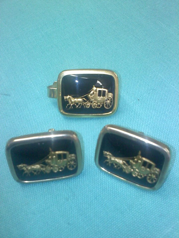 cuff links tie clip Intaglio 3D horses and carriage -Cinderella- stagecoach under glass in goldtone