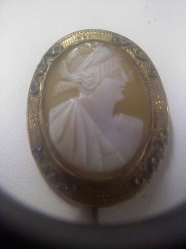 Antique hand carved shell cameo set in gold vintage pin brooch