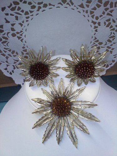 Sarah Coventry - Starburst - vintage brooch pin and clip earring set