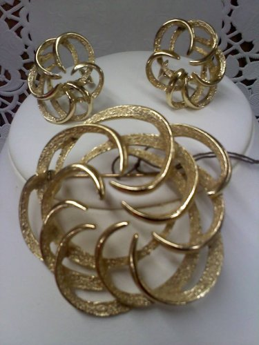 Sarah Coventry vintage Tailored Swirl brooch pin and clip earrings goldtone